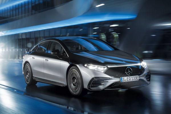 賓士 EQS 豪華電動車搶攻美國市場,價格竟比 S-Class 燃油車更便宜!