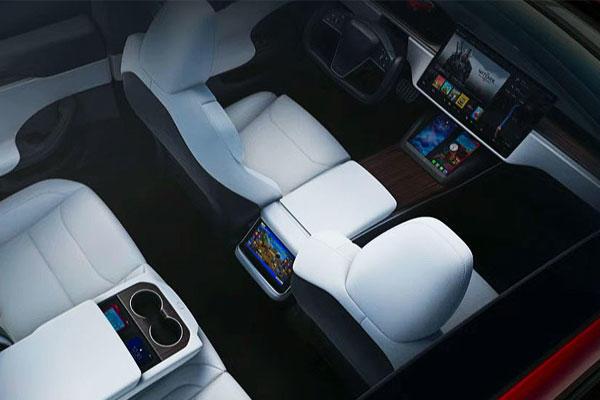Model S 娛樂大升級:超強性能玩《電馭叛客 2077》,還有 22 組喇叭、隔音玻璃和主動降噪