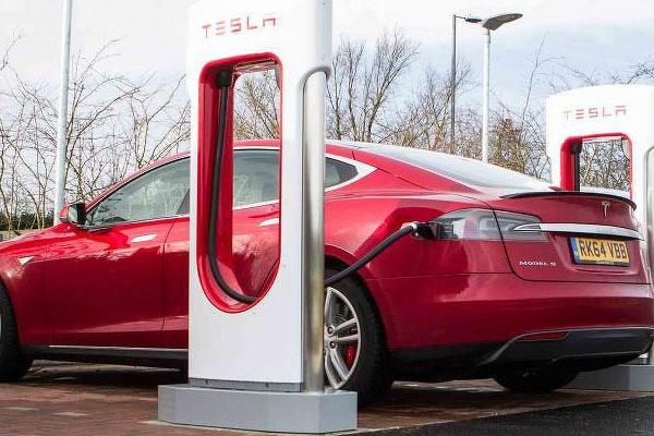 Model S 電池組「缺陷門」引來美國監管機關 NHTSA 介入調查