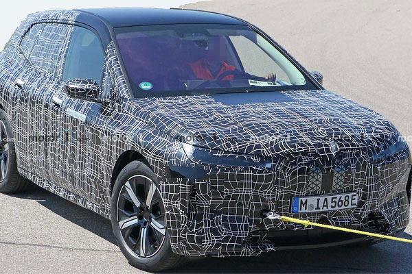 車身造型比概念車收斂不少,BMW iNEXT 電動休旅車諜照再度曝光