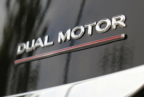 請問各位Model-3車主拿到車之後會想改哪些東西呢?我自己選了18樣必換與可能會換的,給點意見?-9