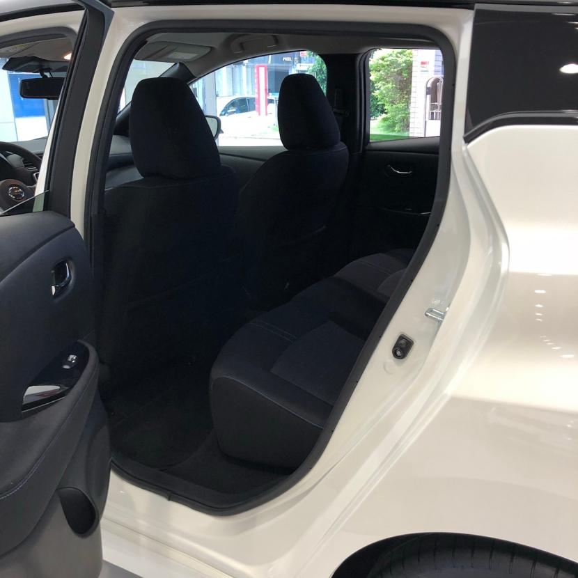 去看了Nissan Leaf,其實是台不錯的家庭電動車,只是貴了點
