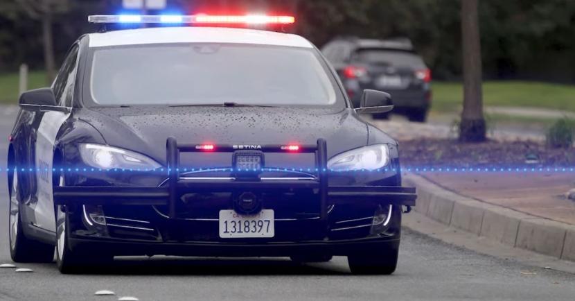 特斯拉警車全天出任務,追嫌犯到一半就沒電而宣告失敗 - 1