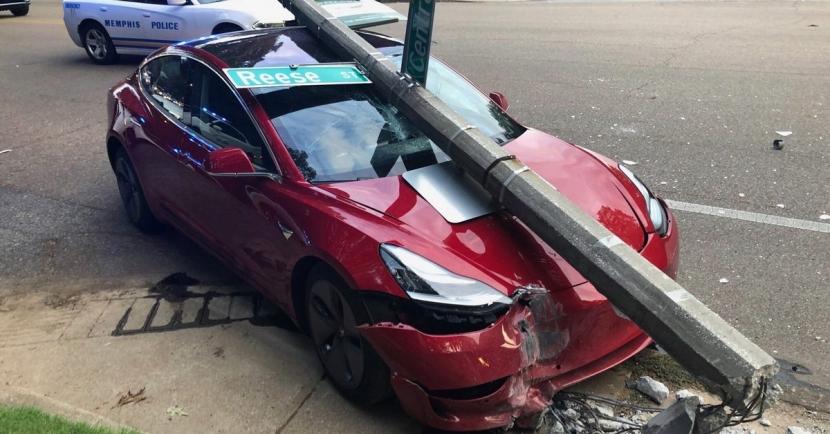 Model 3 玻璃車頂有多硬?車主實測告訴你答案 - 1