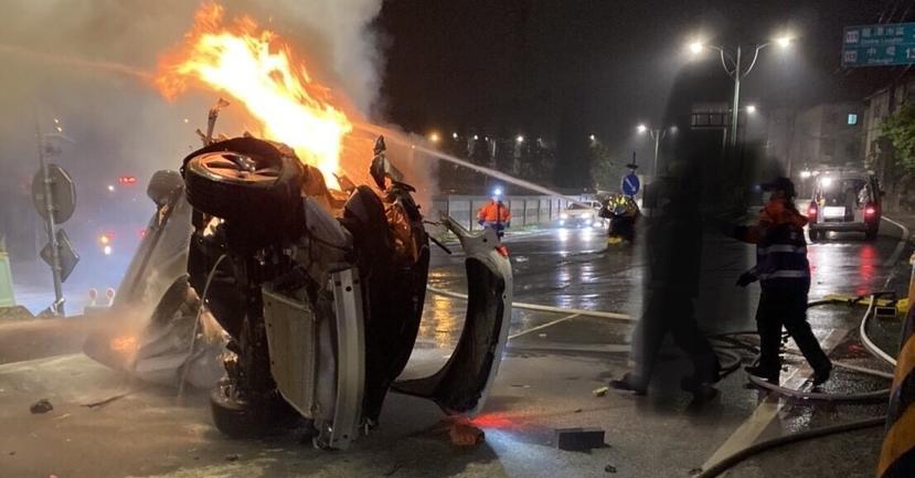 Model-3-車禍翻覆後起火,消防員詳述搶救與斷電滅火過程-1