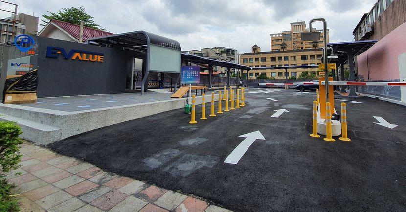 實測華城-EValue-大型充電站!試營運期停車充電全部免費、特斯拉也能用-2