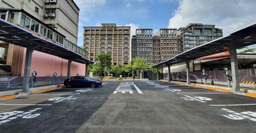 實測華城-EValue-大型充電站!試營運期停車充電全部免費、特斯拉也能用-6