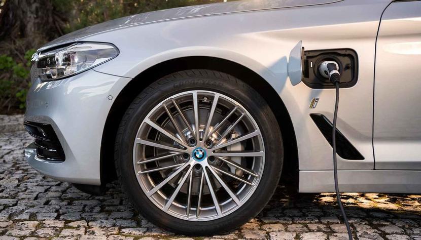 BMW-預告-5-系列與-X1-運動小休旅都會推出電動車,十年要賣七百萬台電能動力車-1