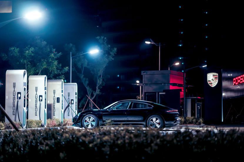 保時捷電動跑車-Taycan-現身台北街頭,即將在台啟動純電新世代-3