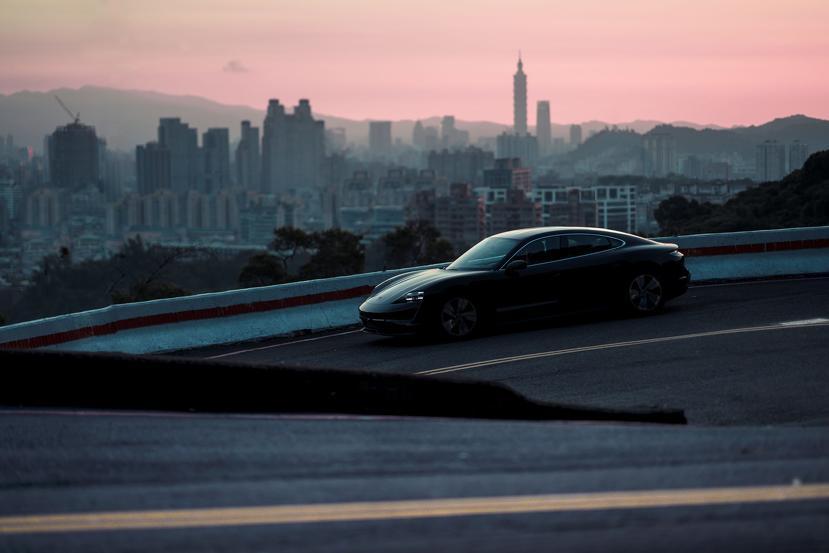 保時捷電動跑車-Taycan-現身台北街頭,即將在台啟動純電新世代-1