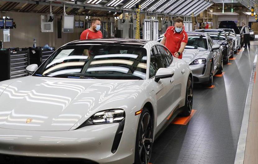 賣到來不及做!保時捷借調數百名奧迪員工,增援生產-Taycan-電動跑車-1
