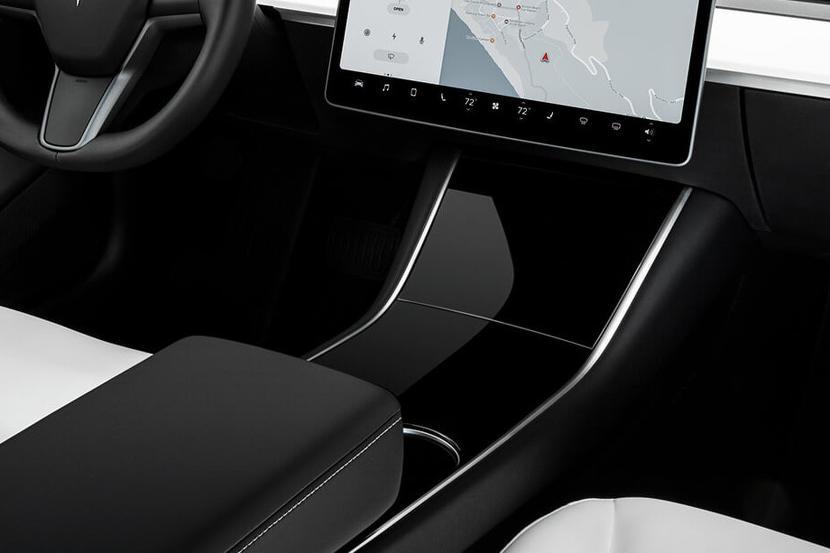 Model-3-驚傳七大更新!雙層玻璃、電動尾門、黑化窗框都入列,還可能有全新設計的方向盤和中控台?-7