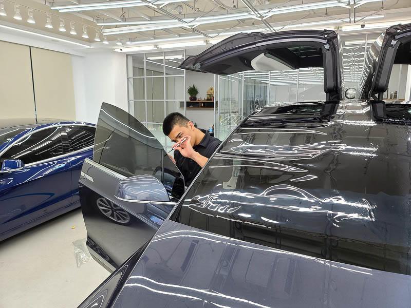 特斯拉FSK高性價比隔熱紙分享-(內湖宜展):體驗專業諮詢和車友大推的精緻施工就來這裡吧!-14