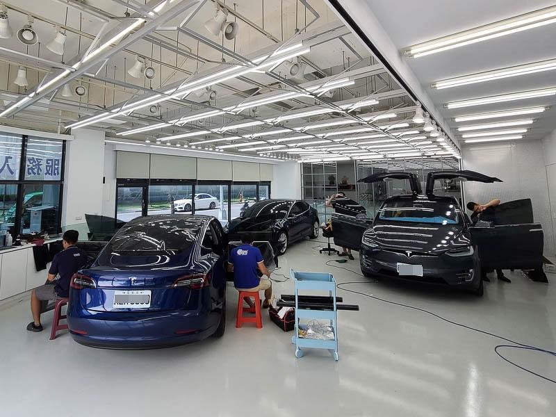 特斯拉FSK高性價比隔熱紙分享-(內湖宜展):體驗專業諮詢和車友大推的精緻施工就來這裡吧!-2
