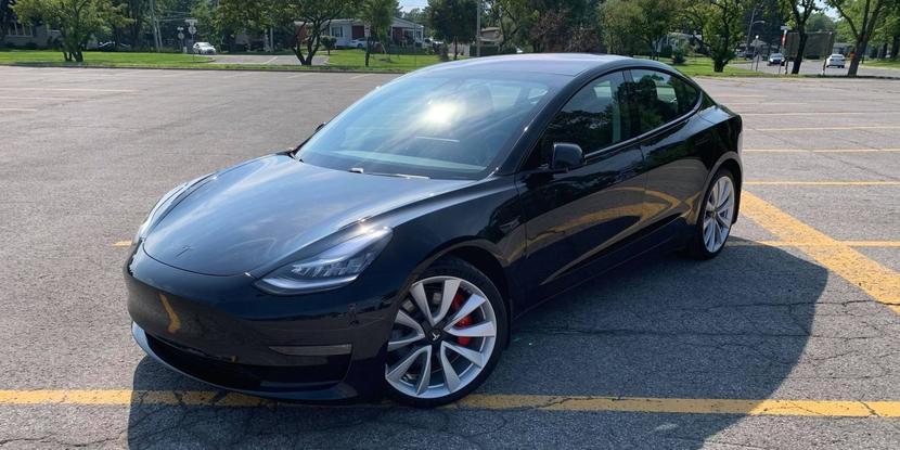 Model-3-改版確認!電動尾門、雙層玻璃、鍍鉻黑化、中控置物箱都更新,還沒交車的有福啦!-1