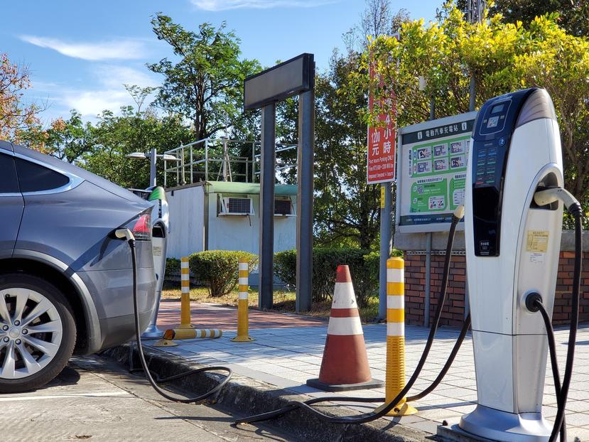 高速公路休息站增設電動車快速充電站!湖口、東山、清水等四服務區被點名,明年一月開標-1