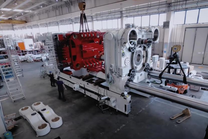 特斯拉重兵器搶先看:世界最大壓鑄機-Giga-Press-整裝前往德國柏林工廠-1