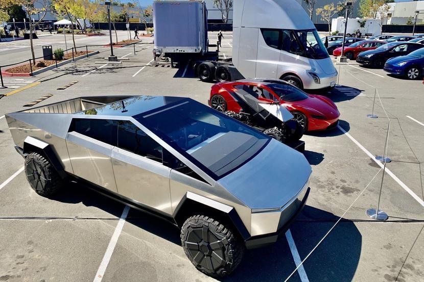 特斯拉設計首席爆內幕:Model-X-曾考慮過滑門版本?Model-3-極簡內裝是為了自動駕駛!-7