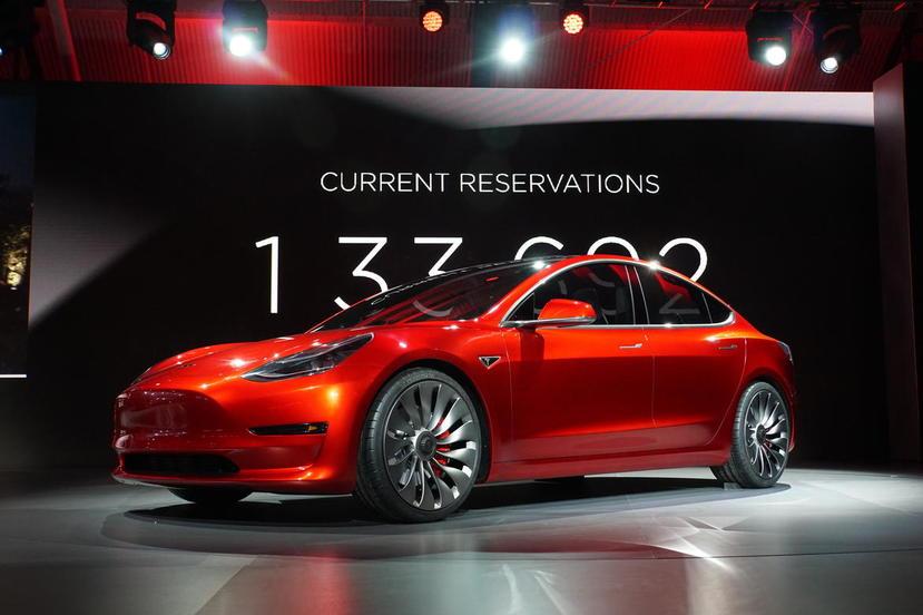特斯拉設計首席爆內幕:Model-X-曾考慮過滑門版本?Model-3-極簡內裝是為了自動駕駛!-3