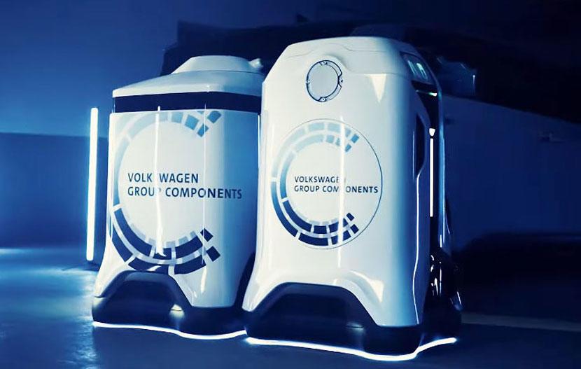 福斯打造智慧充電機器人:你只需要停好車,機器人自動過去插電幫你充-2