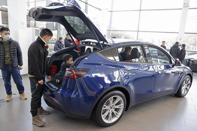 不只價格殺!中國-Model-Y-新增-HEPA-過濾系統、加熱方向盤,內裝設計也有更新-1