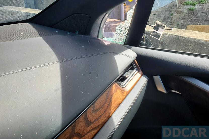 真-特斯拉磁鐵:Model-X-國道遭拖板車側邊擊落,後照鏡往生瞬間全都錄-1