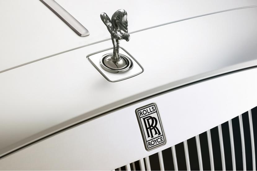 曾說插電感覺不尊榮,勞斯萊斯改口大讚電動車:與品牌「完美契合」-1