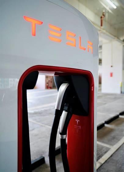 Tesla-台灣第三季開始交付-CCS2-充電規格電動車,目標七月底前完成全台超級充電站「雙規格並行」-1
