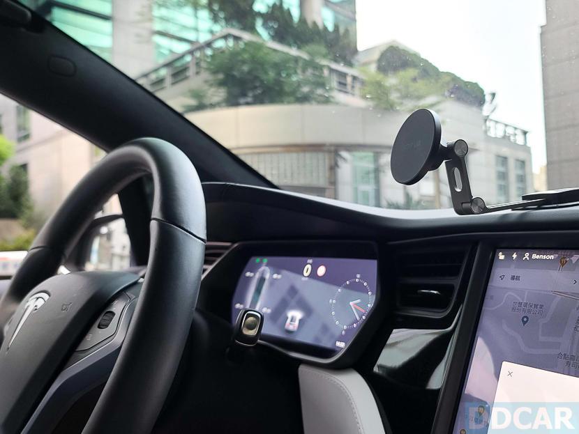Jowua-MagSafe-磁吸隱藏折疊式車架開箱:一秒取放更方便,Tesla-Model-S-X-3-全車系適用-18