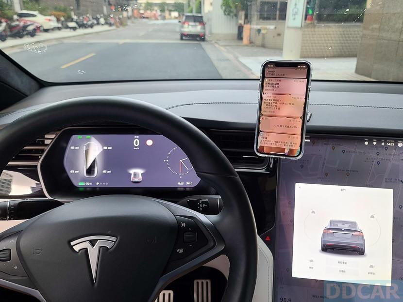 Jowua-MagSafe-磁吸隱藏折疊式車架開箱:一秒取放更方便,Tesla-Model-S-X-3-全車系適用-19