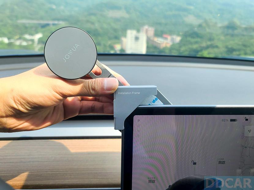 Jowua-MagSafe-磁吸隱藏折疊式車架開箱:一秒取放更方便,Tesla-Model-S-X-3-全車系適用-8