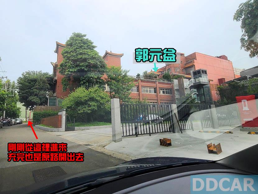 特斯拉楊梅超充在這裡:國道一號幼獅交流道下-2-分鐘直達,三支-V3-就在郭元益糕餅博物館門口-4
